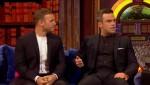 Gary et Robbie interview au Paul O Grady 07-10-2010 Bd74ea101824045