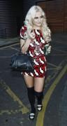 Nov 19, 2010 - Pixie Lott @ Leaving a Photo Studio in London 3a5d84107949166
