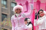 "Nov 25, 2010 - Keri Hilson - ""Macy's Thanksgiving Day"" 84th Annual Parade In NYC 036faa108236368"