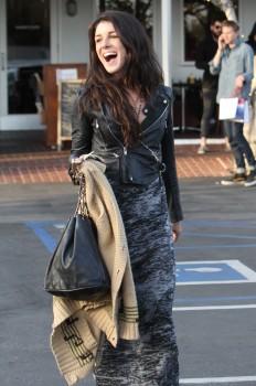 Шенэй Граймс, фото 2005. Shenae Grimes - Lunching in LA - Feb. 29, 2012, foto 2005