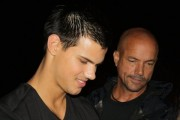 Taylor Lautner on the set of 'Abduction' 77dac898523212